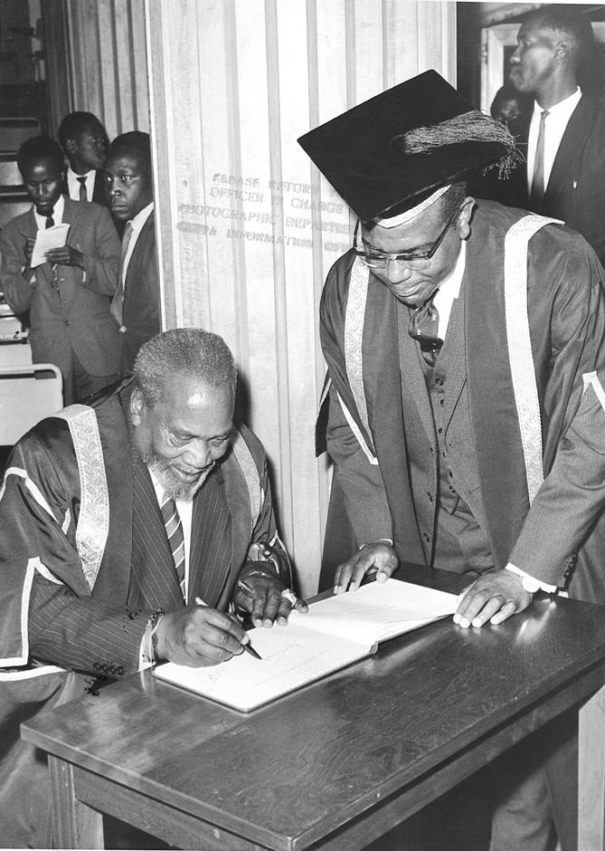 President Jomo Kenyatta signs visitors book at UON (1963)