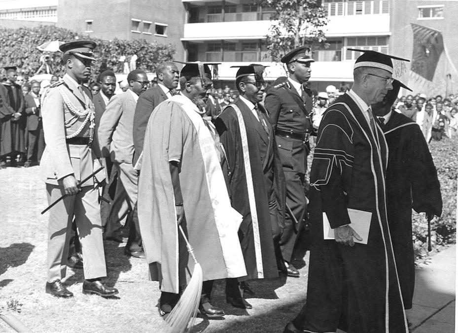 President Jomo Kenyatta attending a graduation ceremony at UON (29-Sept-1969)