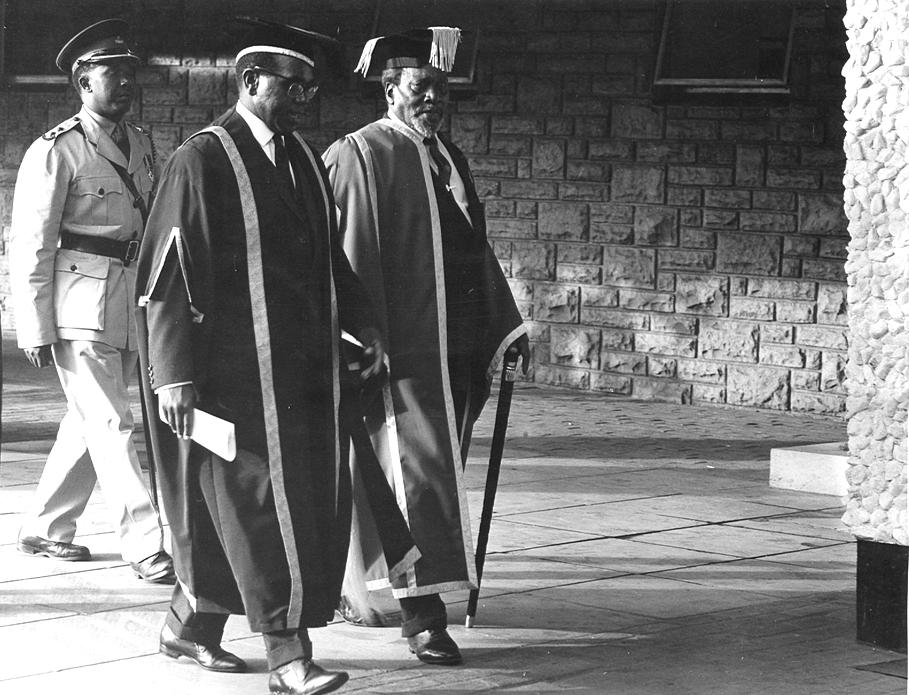President Jomo Kenyatta attends graduation ceremony at UON (15-Jan-1964)